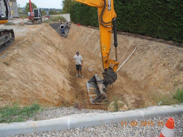 Gestion des eaux pluviales entreprise de travaux sur lyon terrassement rivi re guy - Terrassement bassin de retention ...